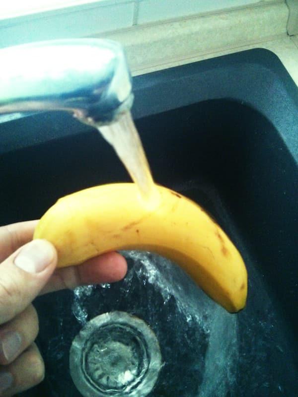 Banane als Dildo verwenden - Vorher waschen